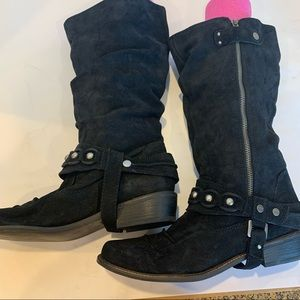 MIA black suede 11 M Stratford style, with removable decorative rivet band